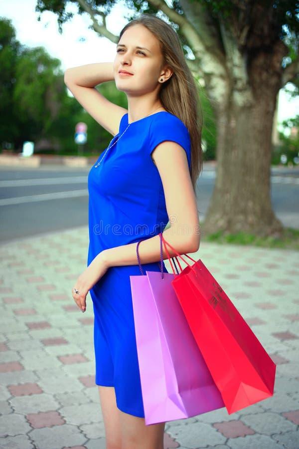 Девушка с покупками стоковая фотография rf
