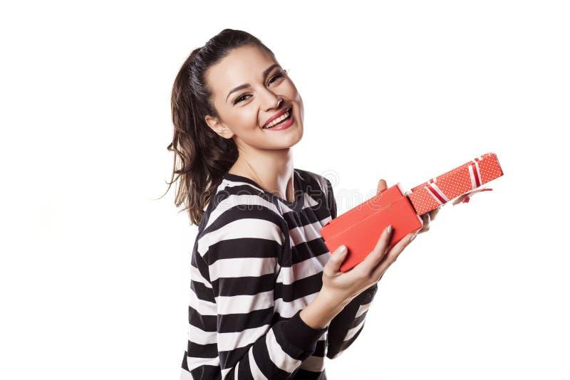 Девушка с подарком стоковое изображение rf