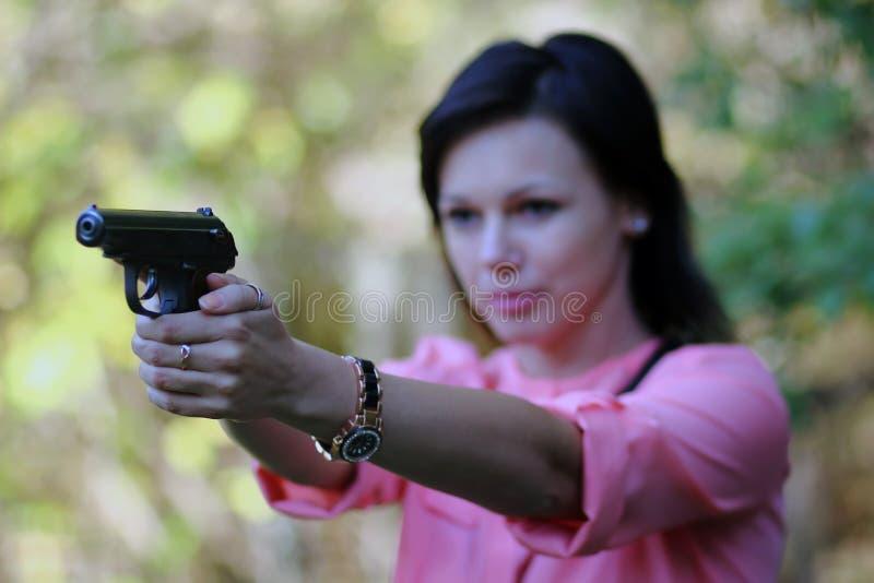 Download Девушка с пушкой стоковое фото. изображение насчитывающей пистолет - 45616874