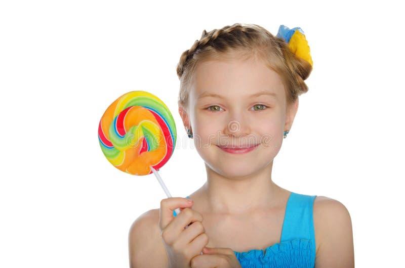 Девушка с смычком и конфетой стоковое фото rf
