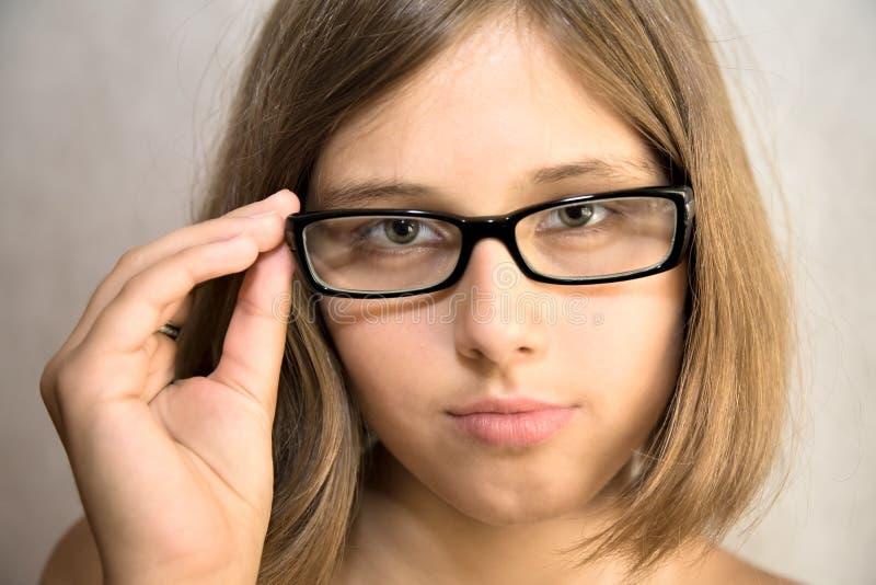 Девушка с стеклами стоковая фотография