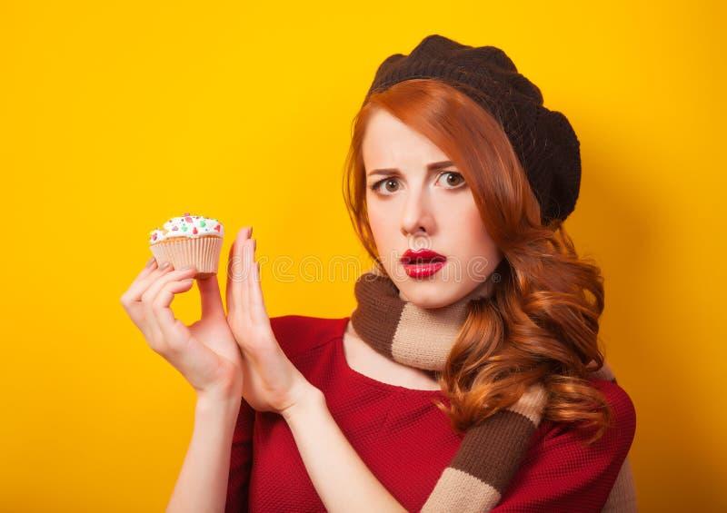 Девушка с тортом стоковое фото rf