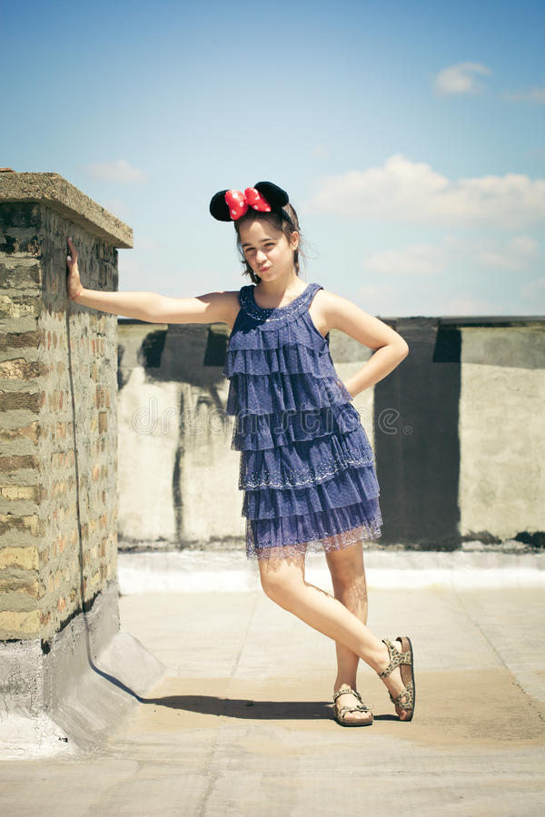 Девушка с ушами мыши minnie стоковое изображение