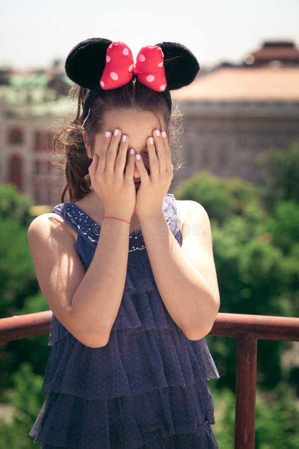 Девушка с ушами мыши minnie стоковые изображения rf