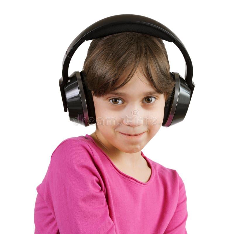 Девушка слушая к музыке на наушниках стоковое изображение