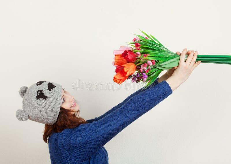 Девушка с цветками стоковая фотография