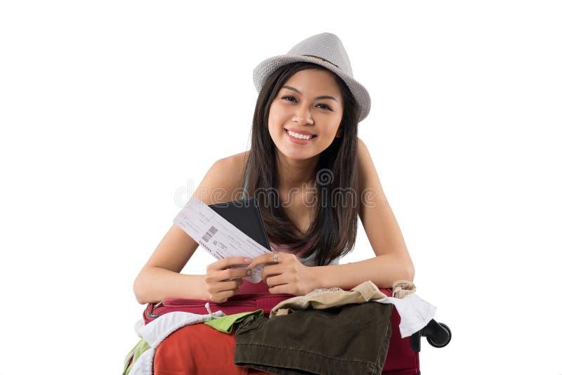 Девушка с чемоданом стоковые фотографии rf