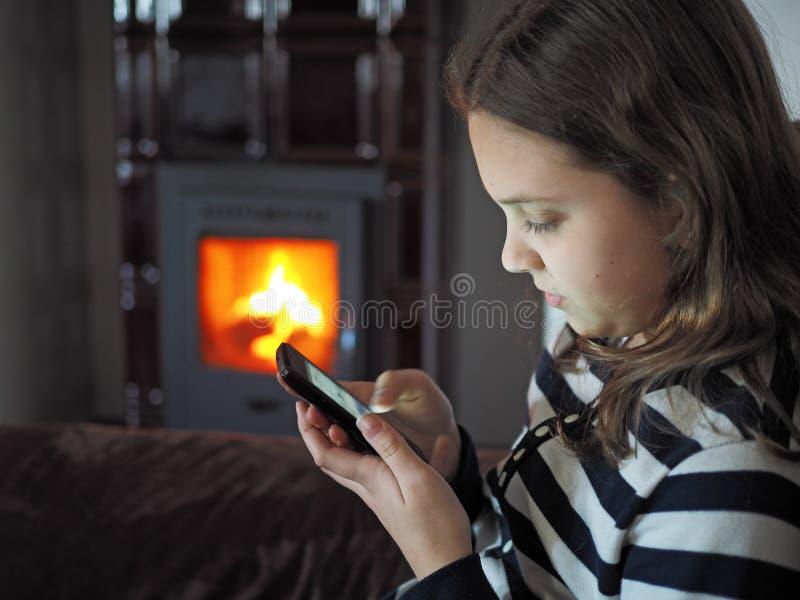 Девушка с чернью стоковые фото