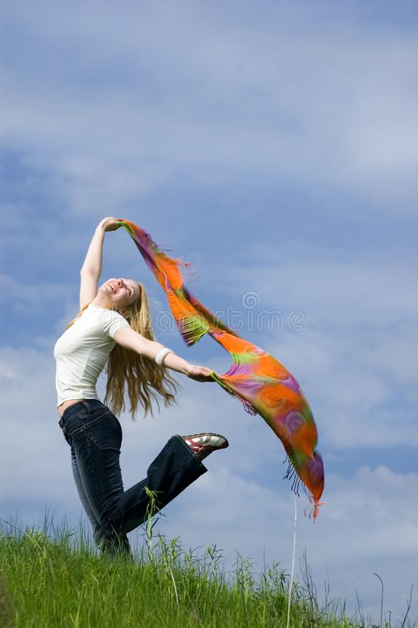 Девушка с шарфом стоковая фотография