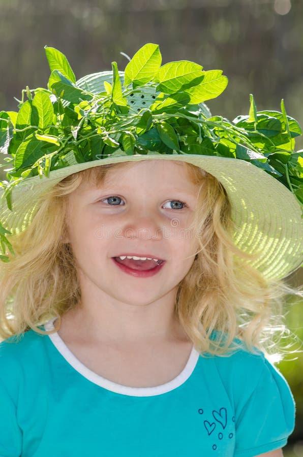 Download Девушка с шлемом стоковое изображение. изображение насчитывающей bluets - 41661933