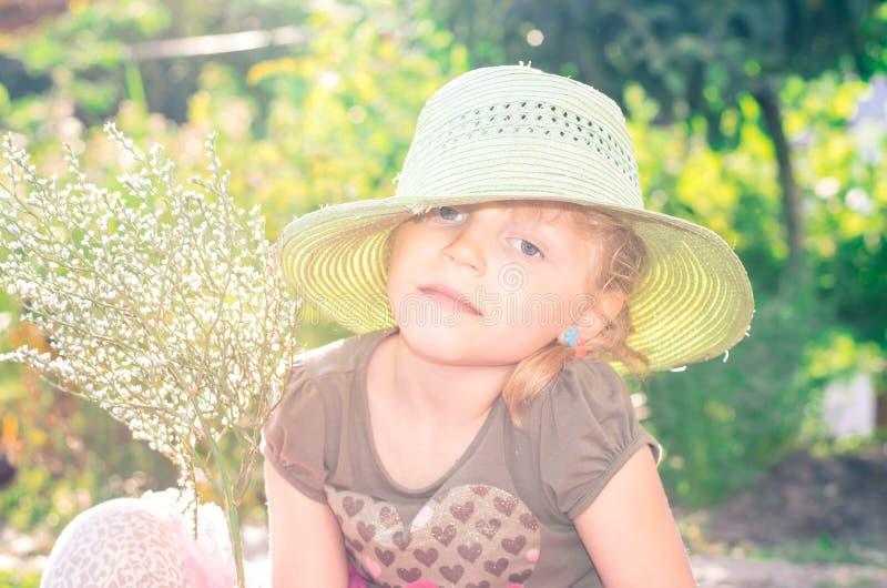 Download Девушка с шлемом стоковое фото. изображение насчитывающей портрет - 41662858