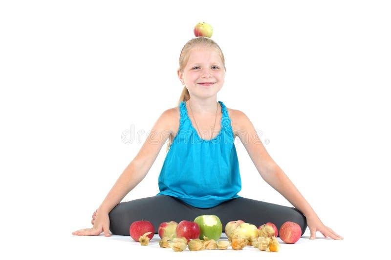Девушка с яблоком стоковое изображение rf