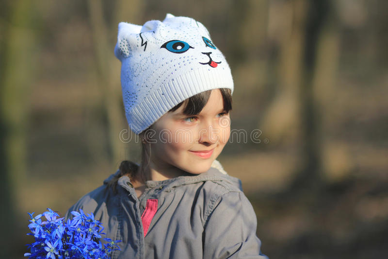 Девушка с Bluebell стоковые фото