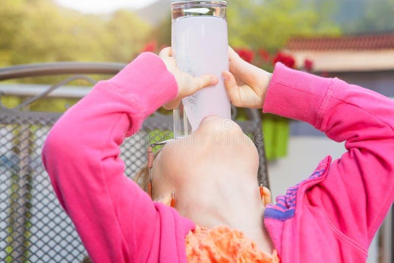 Девушка с milkshake стоковое фото rf