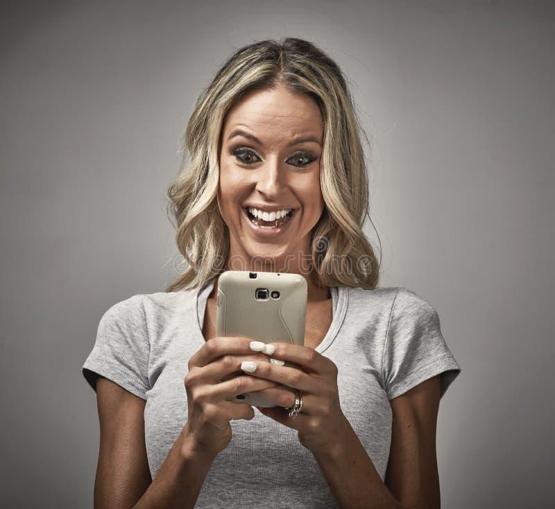 Девушка с smartphone стоковая фотография