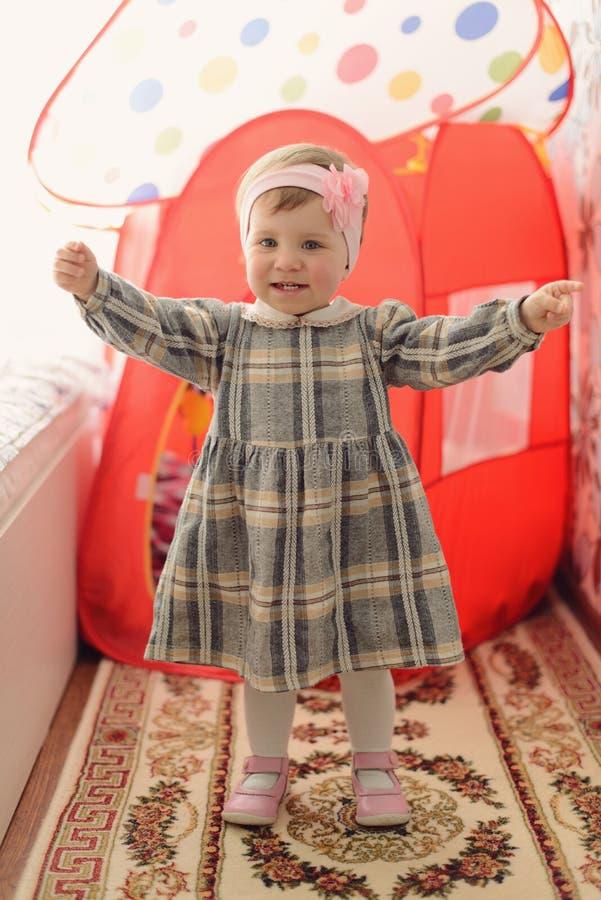 Девушка танцев стоковые фото