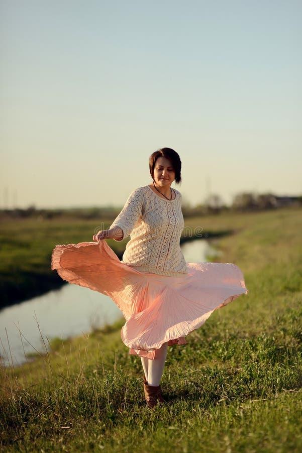 Девушка танцев стоковые изображения rf