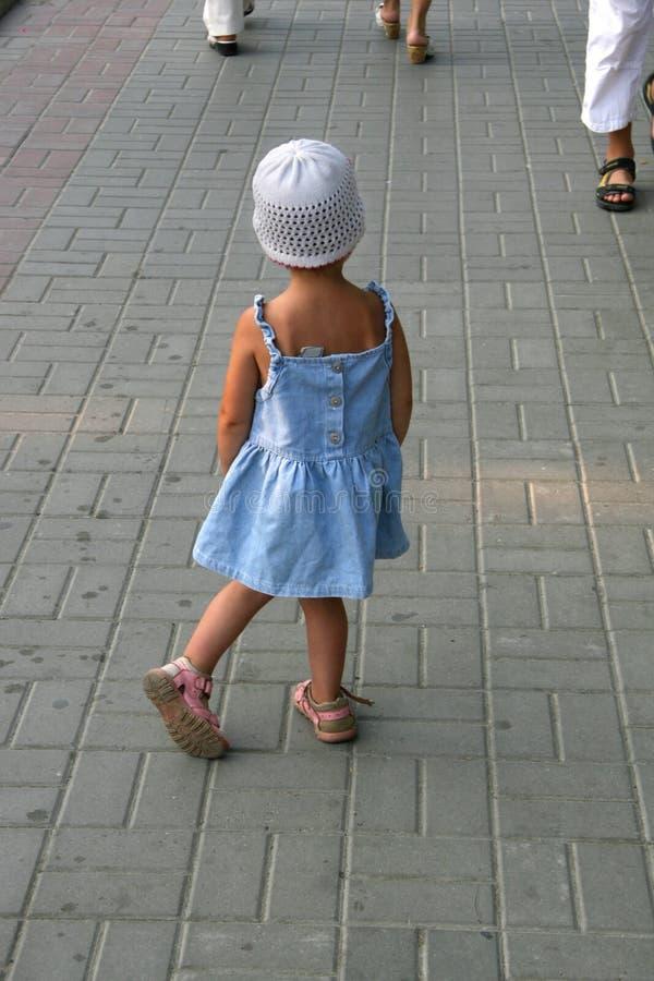 девушка теряла путь стоковая фотография rf