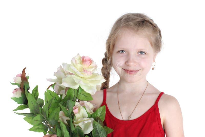 Девушка 8-ти летняя с цветками стоковое изображение rf