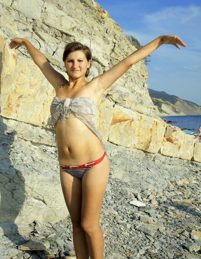 девушка ткани пляжа стоковое фото rf