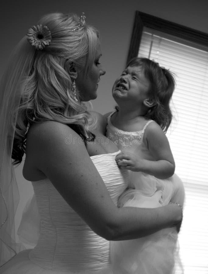 девушка цветка невесты плача стоковое изображение rf