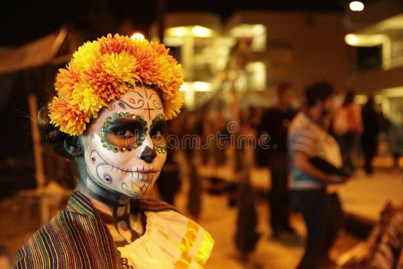 Девушка черепа стоковое изображение