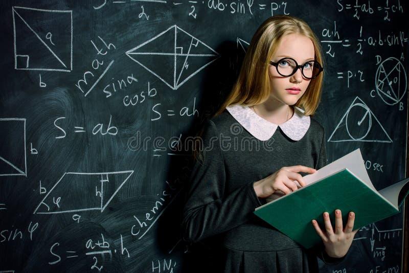 Девушка школы предназначенная для подростков стоковые изображения