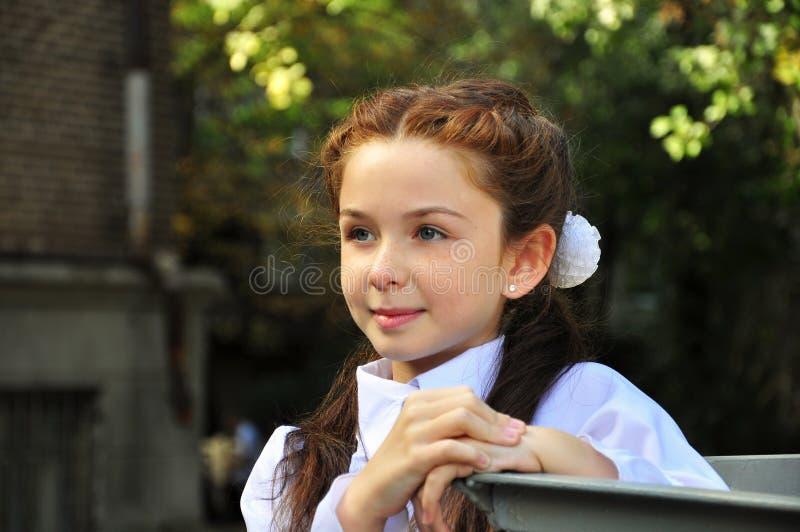 Девушка школы внешняя стоковые фотографии rf