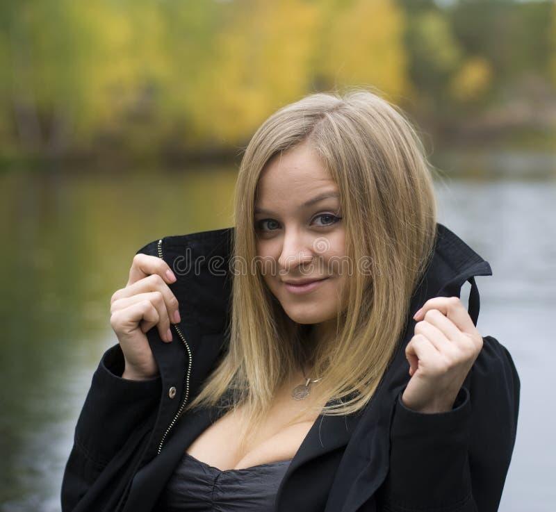 девушка шлюпки стоковые фото