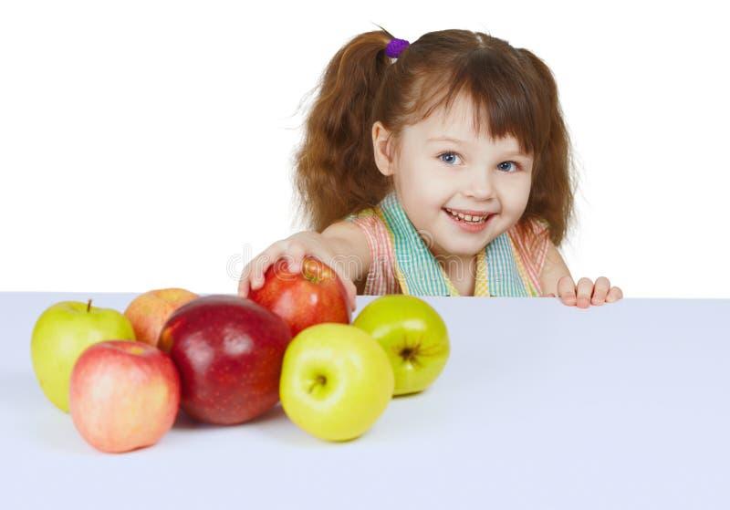 девушка яблок жизнерадостная немногая стоковые фотографии rf