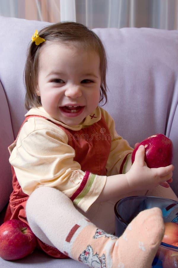 девушка яблок немногая стоковые изображения