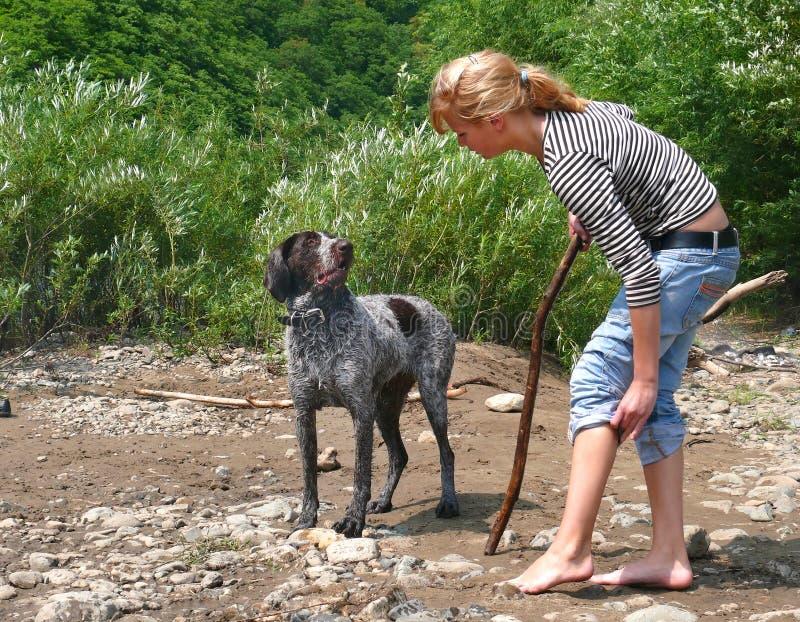 девушка 16 собак стоковое фото