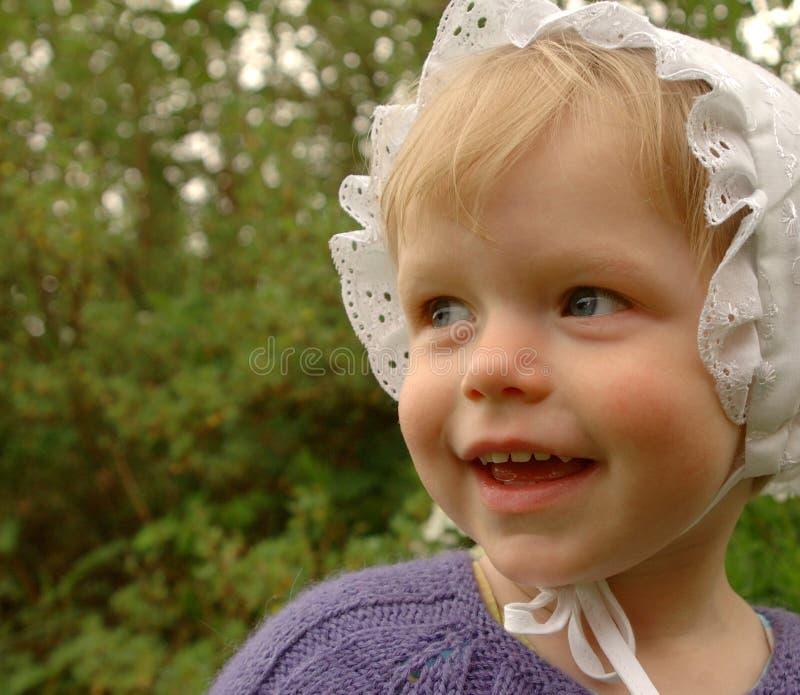 девушка bonnet немногая сладостное стоковая фотография rf