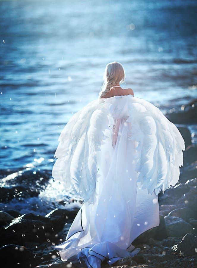 Девушка Elven с звездой на морском побережье стоковое фото