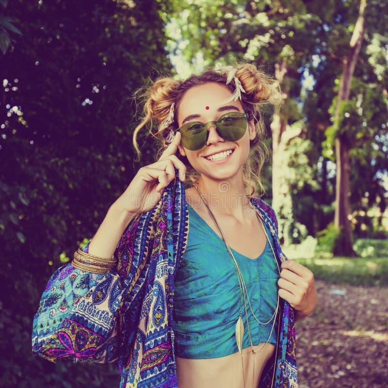 Девушка Hippie в лесе стоковое фото rf