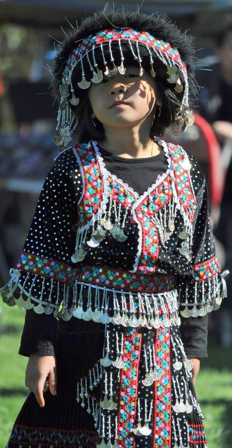 Девушка Hmong в костюме стоковые фотографии rf