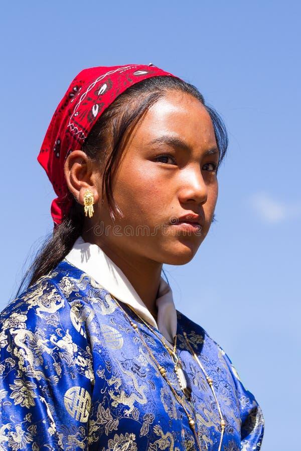 Девушка Ladakhi в национальной одежде на традиционном фестивале Ladakh стоковая фотография rf