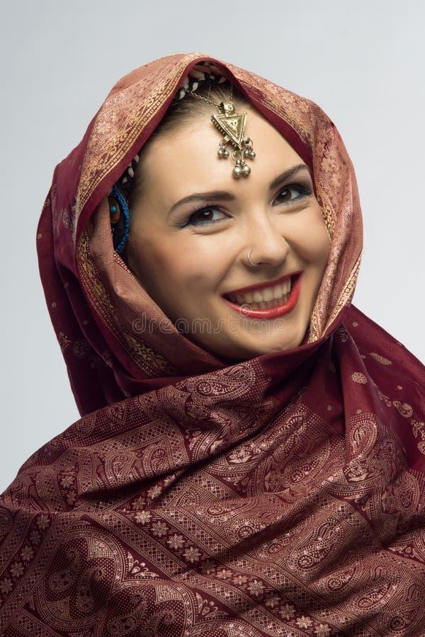 Девушка Oriental усмехаясь красивая стоковые изображения