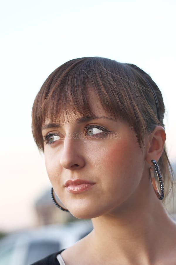 девушка outdoors стоковые изображения rf