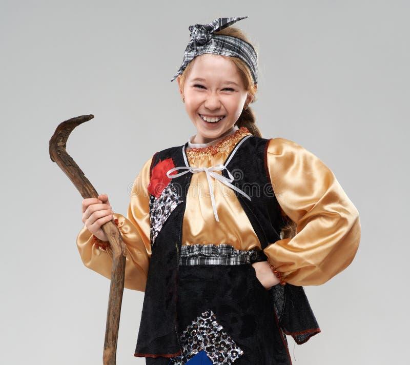 Девушка Redhead в смеяться над костюма ведьмы стоковые фото
