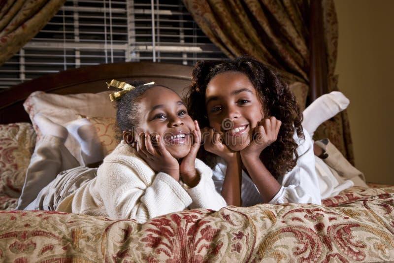 девушки афроамериканца счастливые стоковые фотографии rf