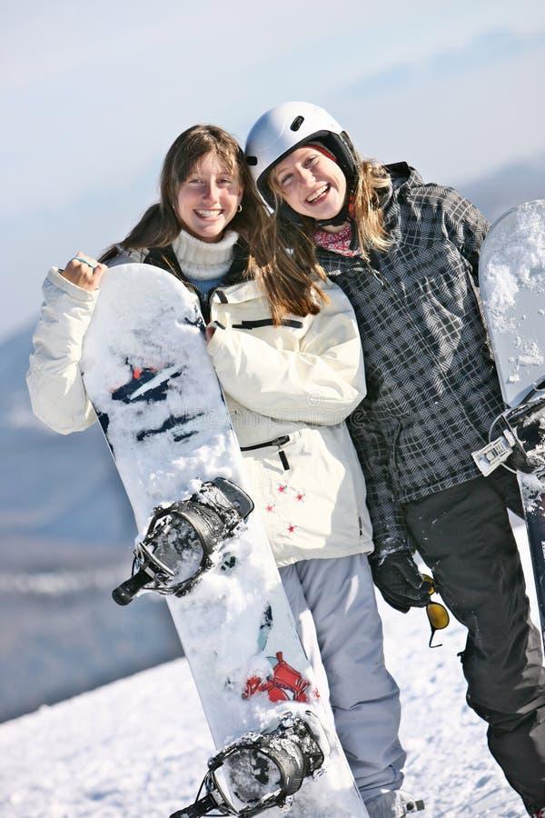 девушки держа snowboards 2 стоковые изображения