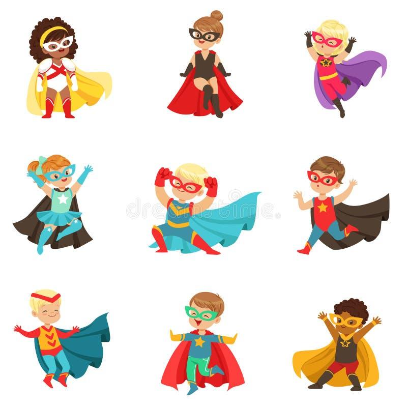 Девушки и мальчики супергероя установили, дети в иллюстрациях вектора костюмов супергероя красочных иллюстрация вектора