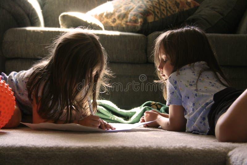 Download девушки немногая 2 стоковое изображение. изображение насчитывающей latino - 490159