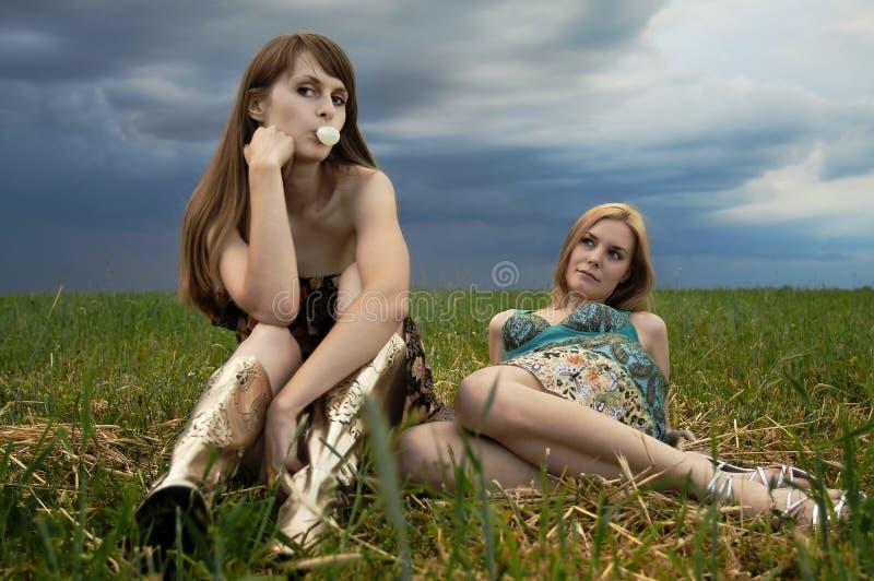 девушки поля сексуальные стоковое изображение