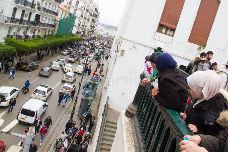Девушки смотря протестующие стоковое фото rf