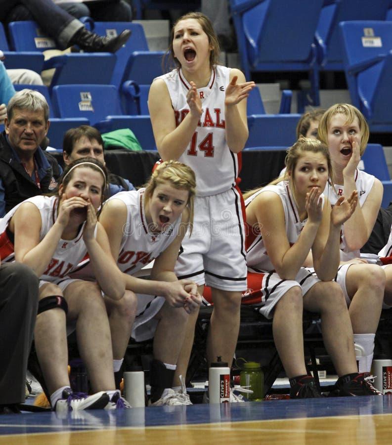 девушки стенда баскетбола стоковое фото rf