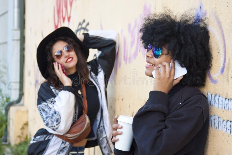 Девушки с чернью стоковая фотография rf