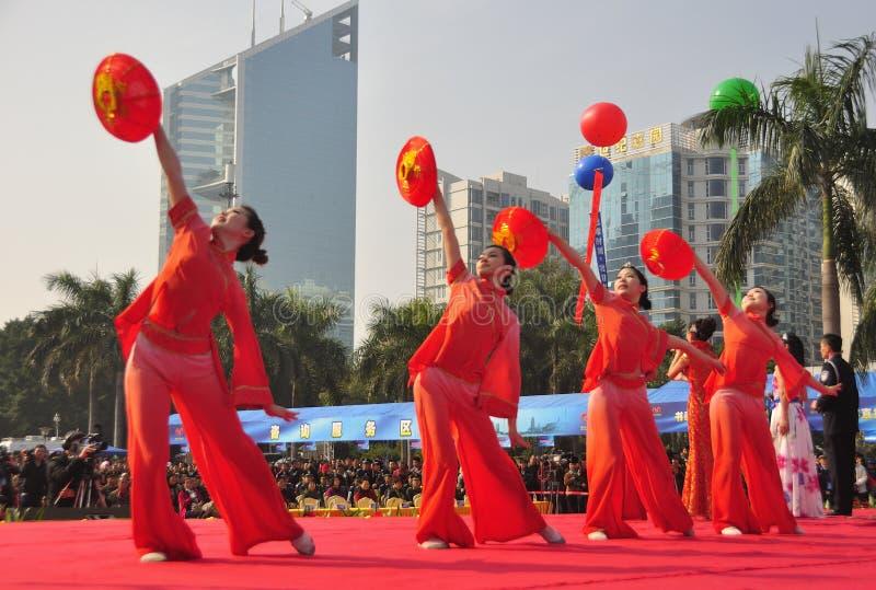 девушки танцы стоковое изображение rf