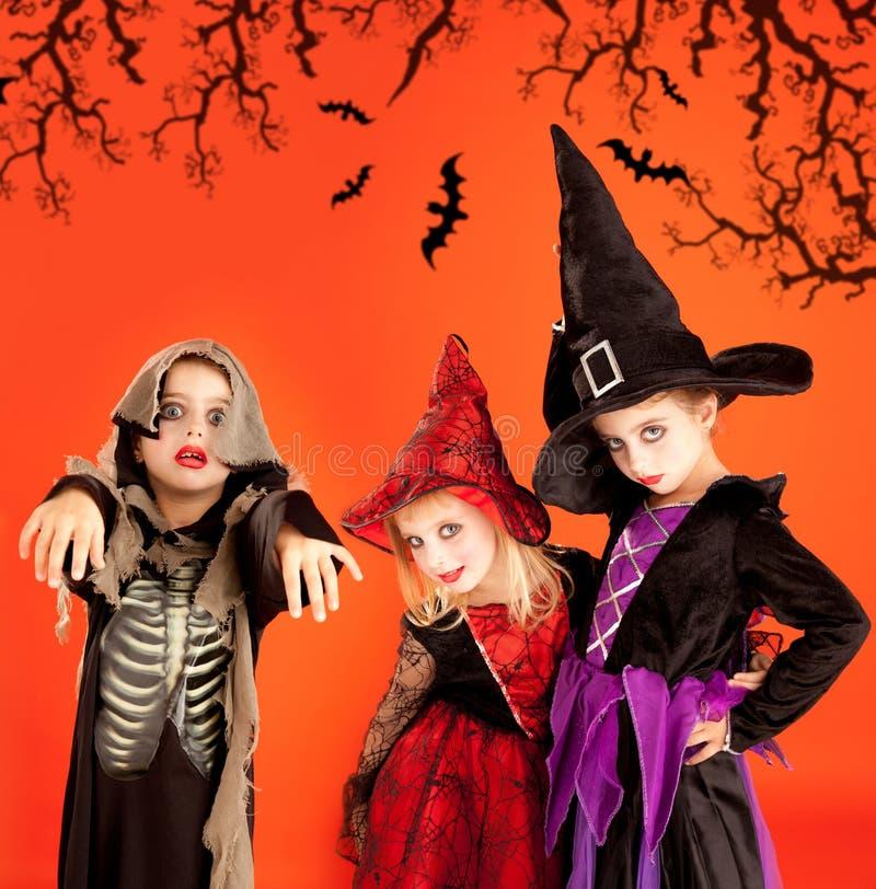 девушки costumes детей собирают halloween стоковая фотография